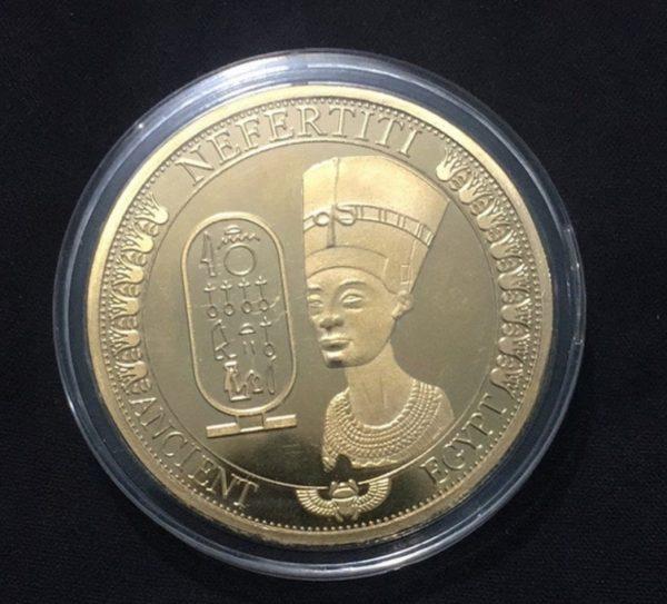Egyptische munt in plastic doosje